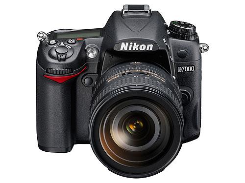 Nikon D7000 + 18/200VR2 + SD 4Gb