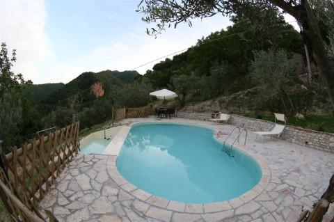 agriturismo con piscina sui monti sibillini